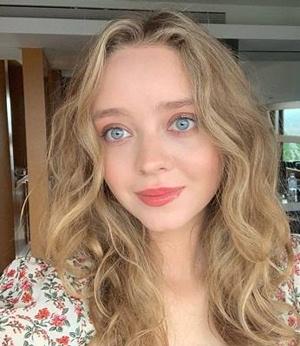 Actress Madeleine Arthur